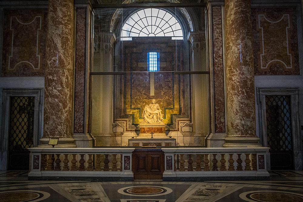Pietà; The Pietà; Renaissance sculpture; Michelangelo Buonarroti; St. Peter's Basilica; Vatican City