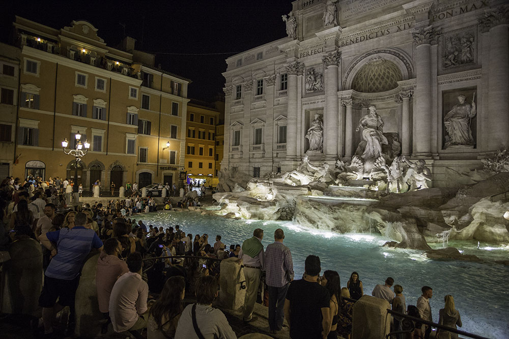 TREVI FOUNTAIN; rome; things to do in rome; rome at night; banksy art in Rome, Colosseum, how to get to rome, Leonardo express, Palatine, pantheon, PIAZZA NAVONA, pinocchio, The Roman Forum, Torre Argentina Cat Sanctuary, Trevi fountain, Via del Corso, when to see trevi, where to go in Rome,La Pizza del Teatro, Gelateria del Teatro