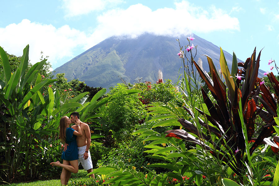 arenal Costa Rica; propose in Costa Rica; Surprise Proposal; Engagement